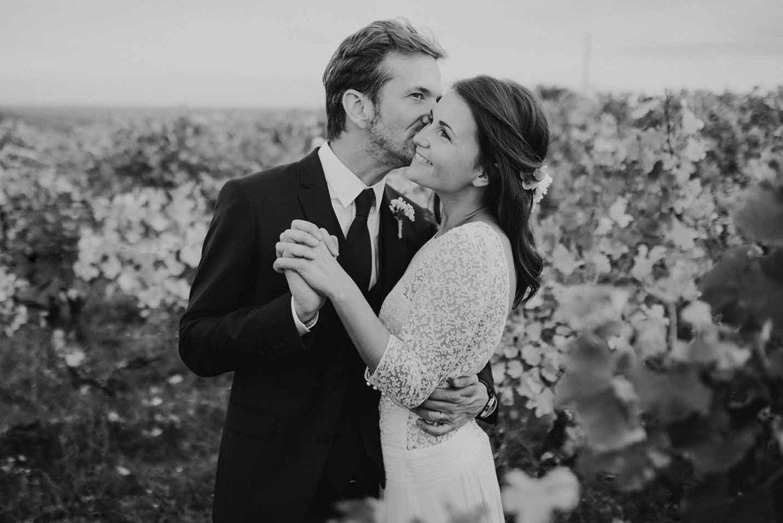 photographe-a-tours-mariage-bordeaux-dans-les-vignes-couple