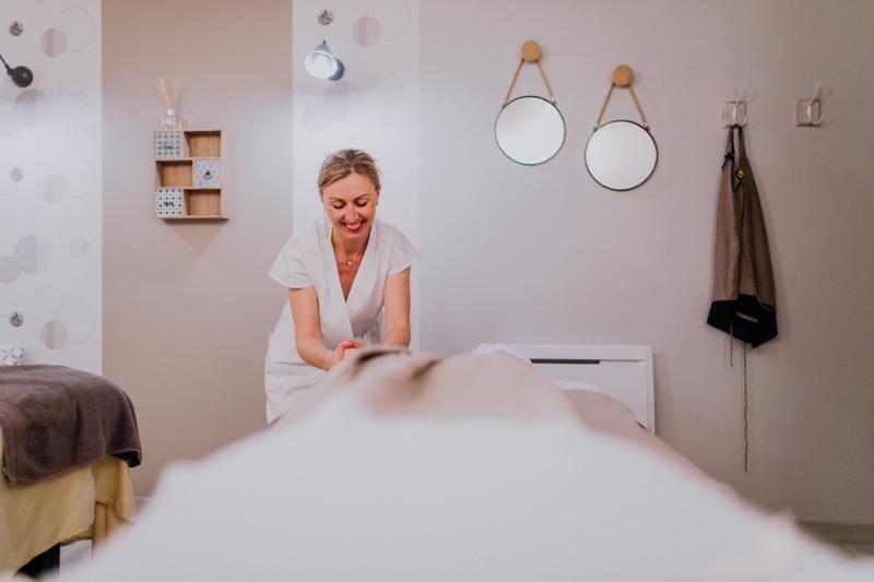 photographe-tours-ulrike-corporate-Institut-graine-de-beauté-Ophélie-massage