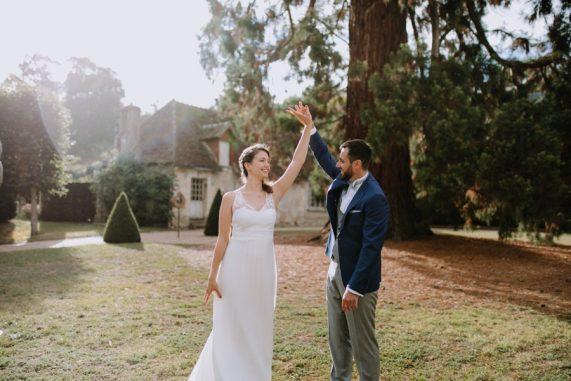 photographe-tours-ulrike-mariage-chateaurou-danse-sous-la-pluie