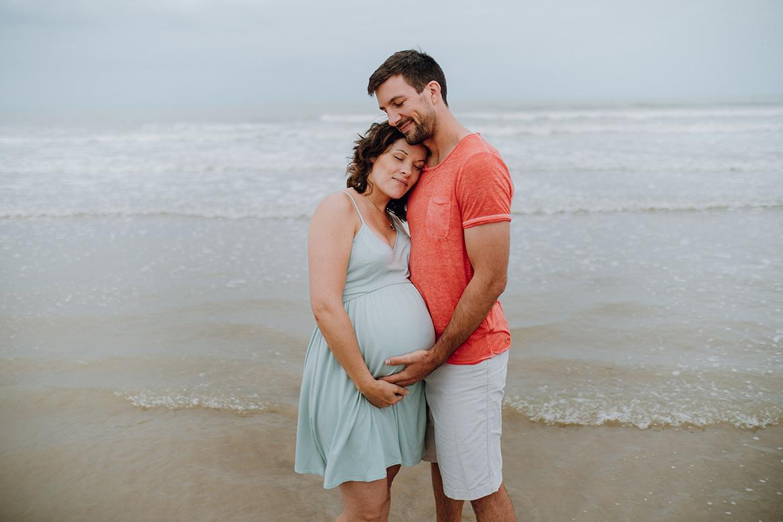 Photographe Tours Ulrike seance grossesse en bord de mer en vendee
