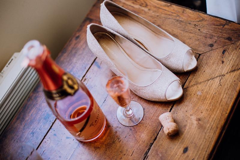 photographe-tours-saumur-photo-de-preparatifs-chaussures-cosmo-paris