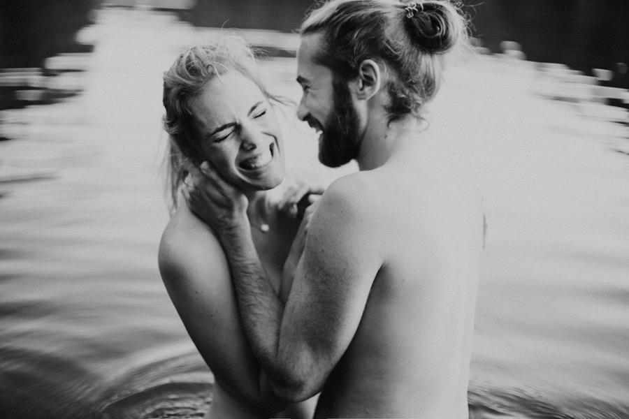 séance photos de couple dans l'eau ulrike photographe tours