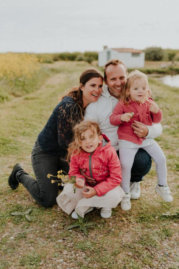 séance photo en famille sur l'Île de Ré par ulrike photographe tours